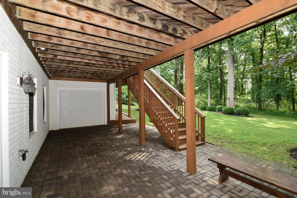Rear patio with access to the 4th garage - 39637 GOLDEN SPRINGS CT, HAMILTON