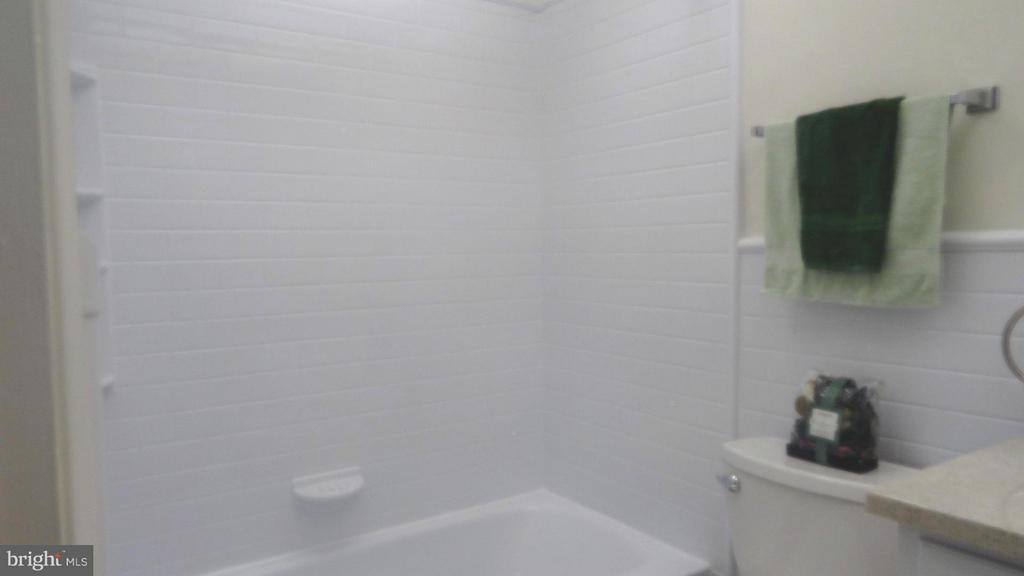 Bath - 306 GARFIELD CT, FREDERICKSBURG