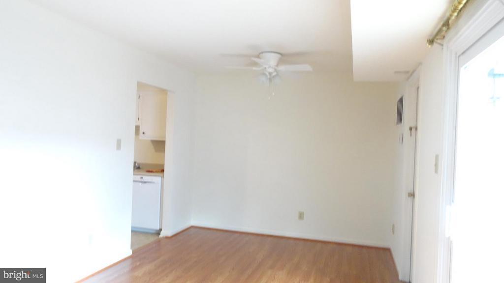 Family Room - 306 GARFIELD CT, FREDERICKSBURG