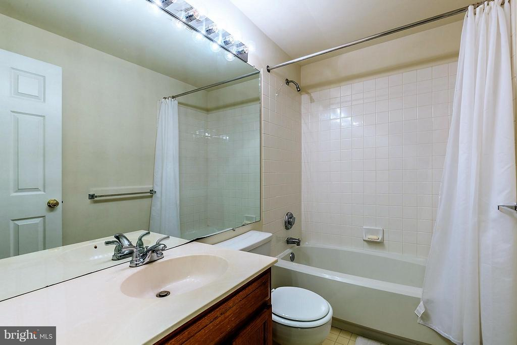 Third Bath on Lower Level - 2585 MIRANDA CT, WOODBRIDGE