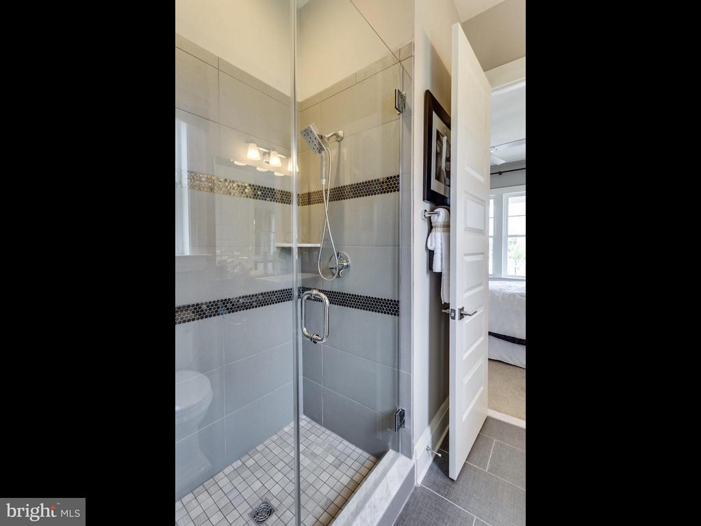 Bath (Master) - 40966 SWEET THORN LN, ALDIE