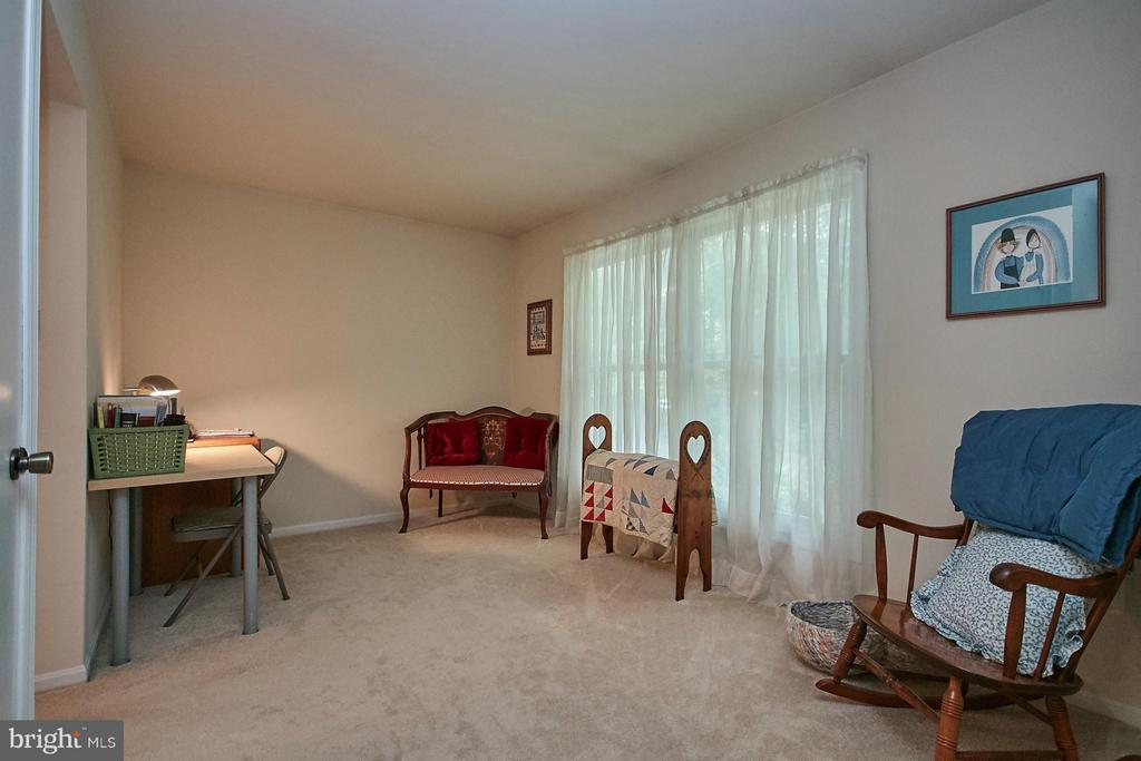 Adjoining Sitting Area - 12213 HENDERSON RD, CLIFTON