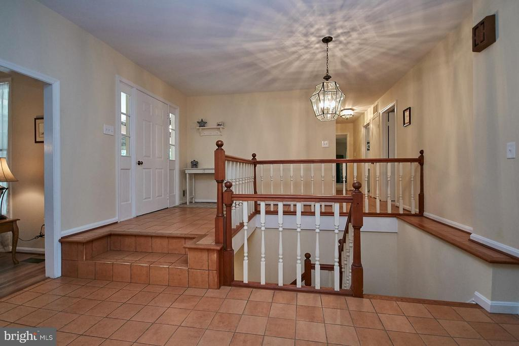 Foyer - 12213 HENDERSON RD, CLIFTON