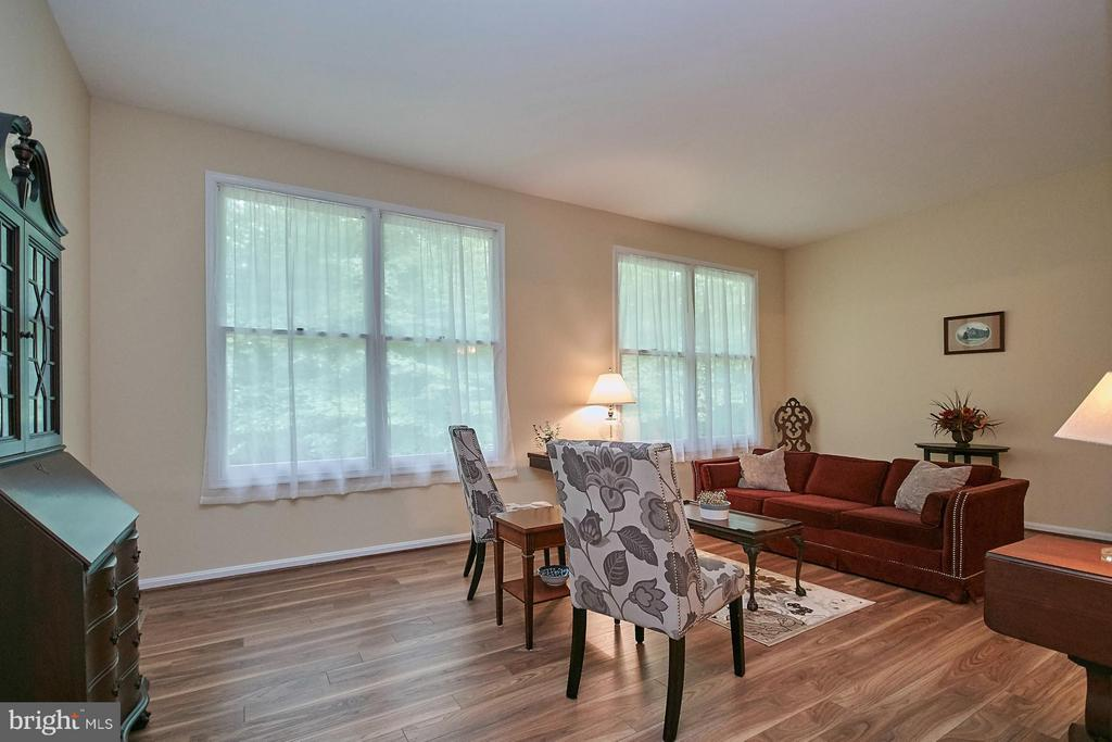 Large Formal Living Room - 12213 HENDERSON RD, CLIFTON