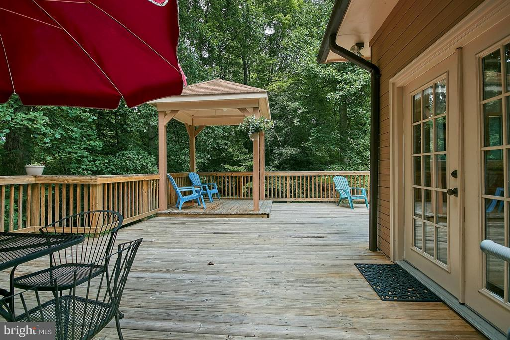 Lovely Deck) - 12213 HENDERSON RD, CLIFTON