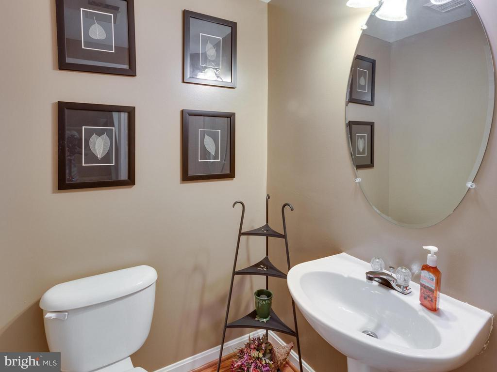 Half Bath on Main Level - 4128 FOUNTAINSIDE LN, FAIRFAX