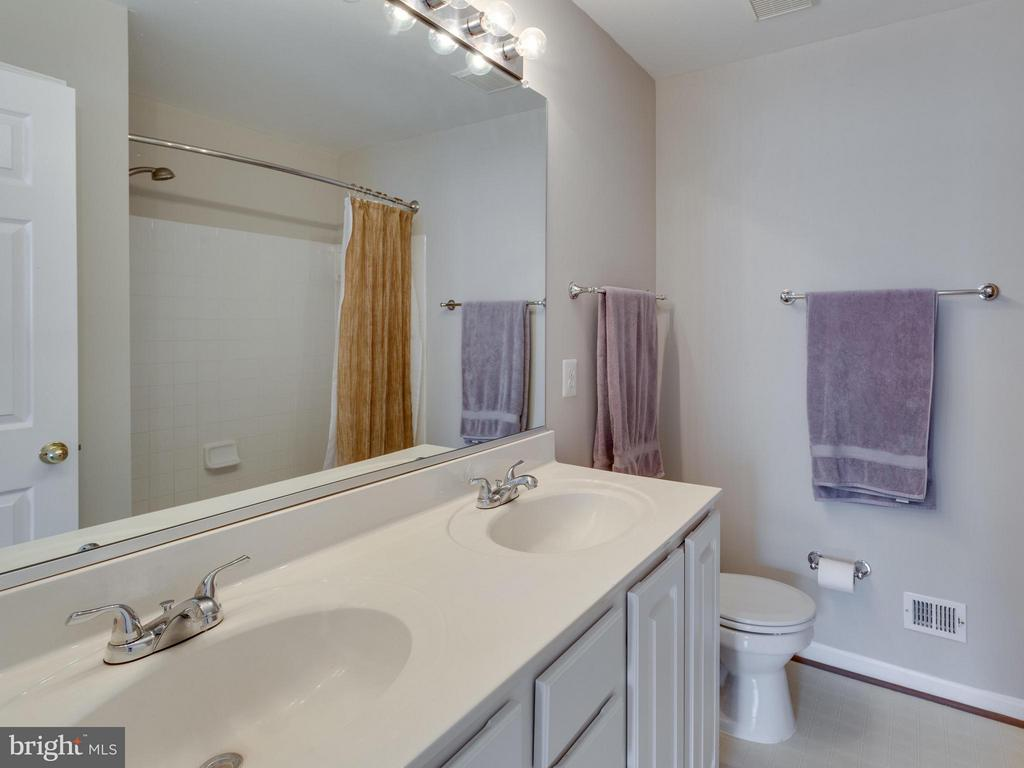 Master Bath With Double Vanity Sink - 4128 FOUNTAINSIDE LN, FAIRFAX