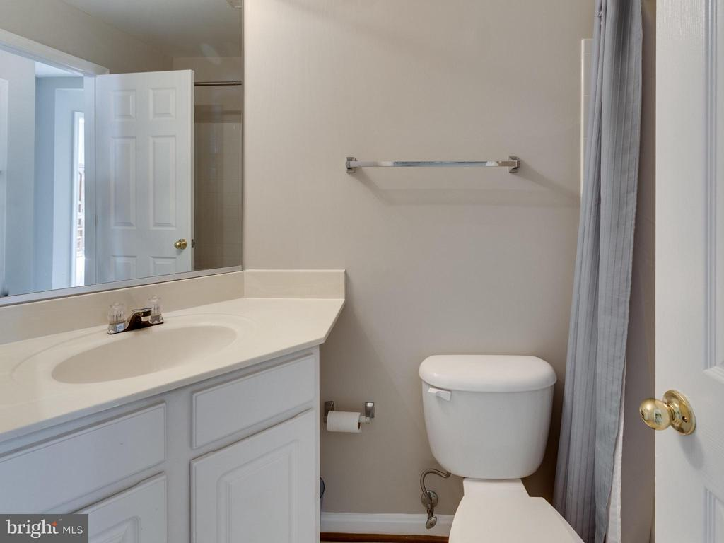 Second Full Bath - 4128 FOUNTAINSIDE LN, FAIRFAX