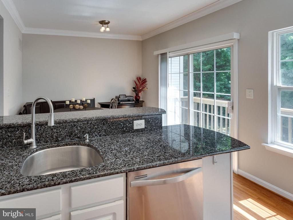 Kitchen - 4128 FOUNTAINSIDE LN, FAIRFAX