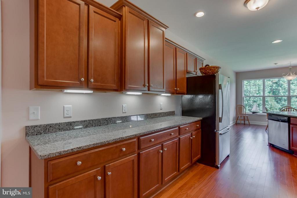 Beautiful kitchen cabinetry - 7929 DOWD FARM RD, SPOTSYLVANIA