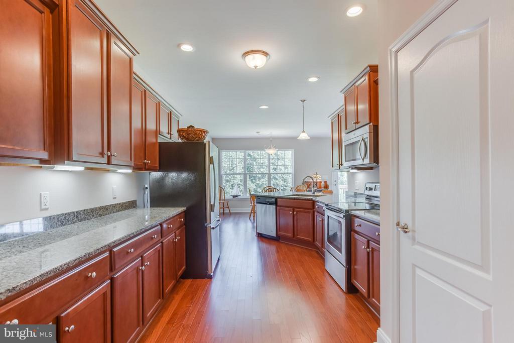 Kitchen also has hardwood floors - 7929 DOWD FARM RD, SPOTSYLVANIA