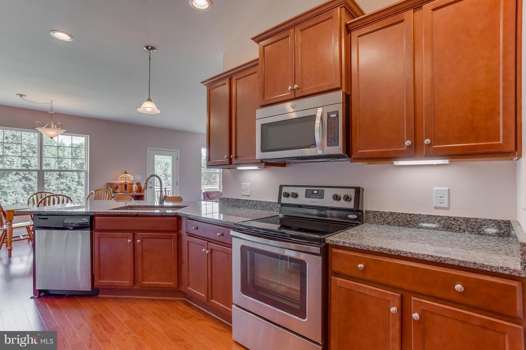 Kitchen has stainless steel appliances - 7929 DOWD FARM RD, SPOTSYLVANIA