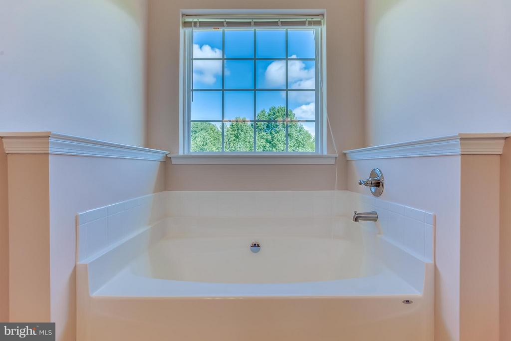 Large tub in master bath - 7929 DOWD FARM RD, SPOTSYLVANIA