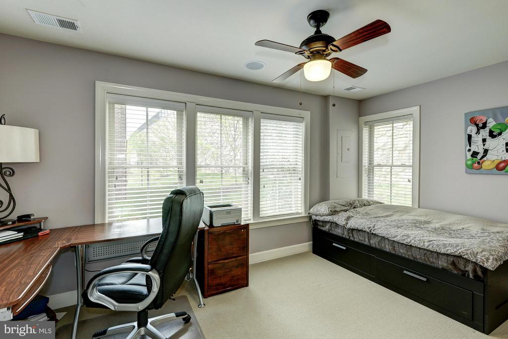 1st Level Bedroom/Home Office - 2527 KENMORE CT, ARLINGTON
