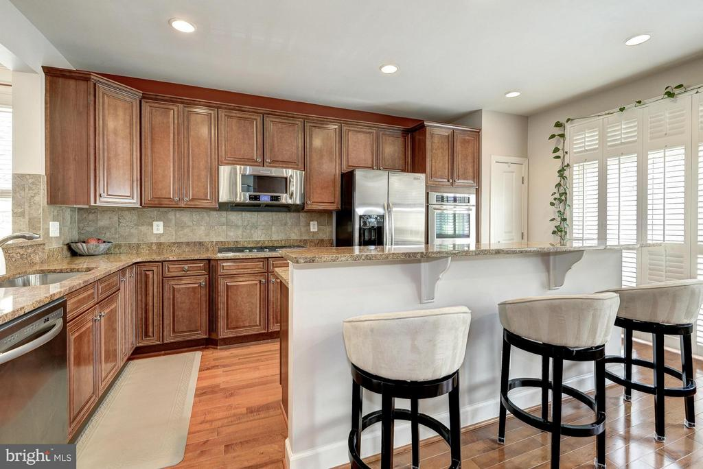 Large, Open, Gourmet Kitchen - 2527 KENMORE CT, ARLINGTON