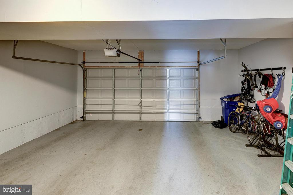Large 2-Car Garage - 2527 KENMORE CT, ARLINGTON