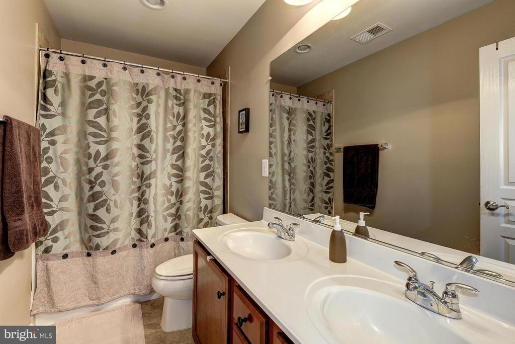 Two Full Baths on Bedroom Level - 2527 KENMORE CT, ARLINGTON