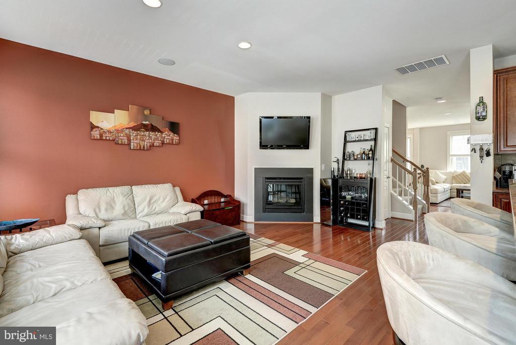 Family Room Next to Kitchen - 2527 KENMORE CT, ARLINGTON