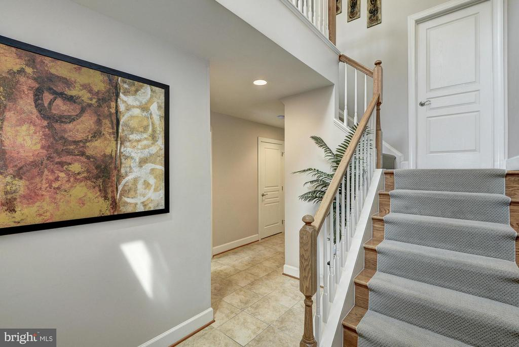 Foyer Leads to Garage or Up to Living Area - 2527 KENMORE CT, ARLINGTON