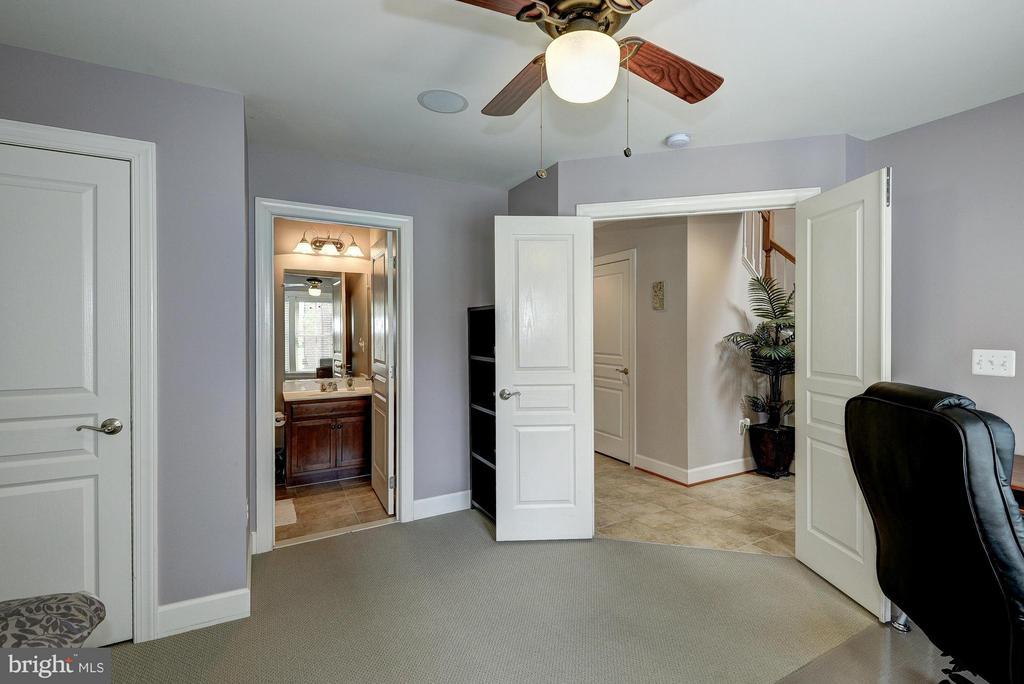 Features En-Suite Bathroom - 2527 KENMORE CT, ARLINGTON