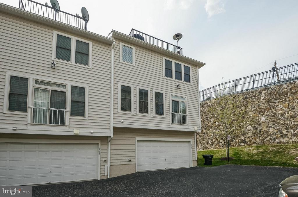 Surface Parking Also Available - 2527 KENMORE CT, ARLINGTON
