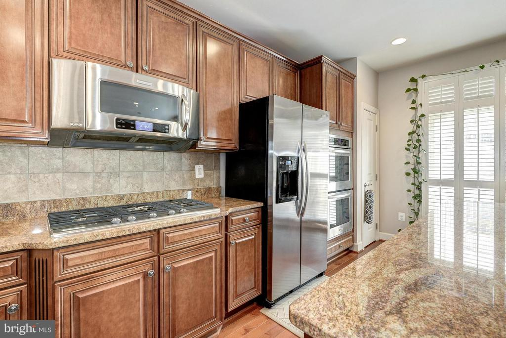 Modern Finishes Throughout - 2527 KENMORE CT, ARLINGTON