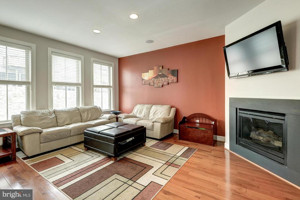 Great Space for Entertaining - 2527 KENMORE CT, ARLINGTON