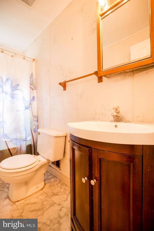 Bath - 7805 RUGBY RD, MANASSAS PARK