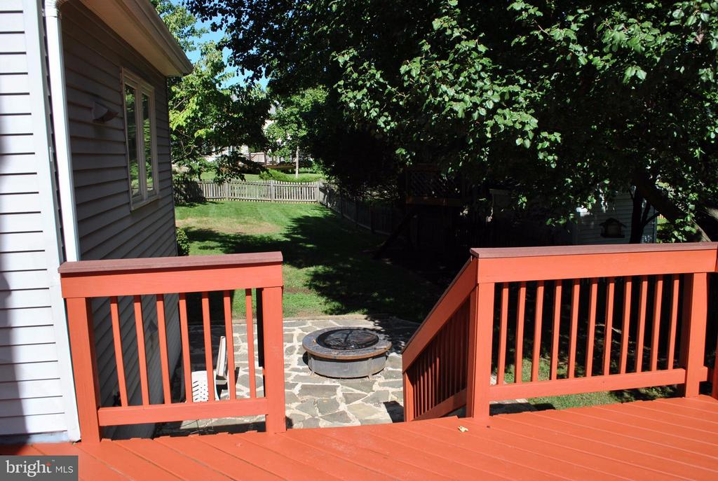 Patio off Deck with Firepit - 21314 THIMBLEWEED CT, ASHBURN