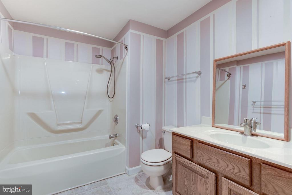 Full Bath Lower Level - 21314 THIMBLEWEED CT, ASHBURN