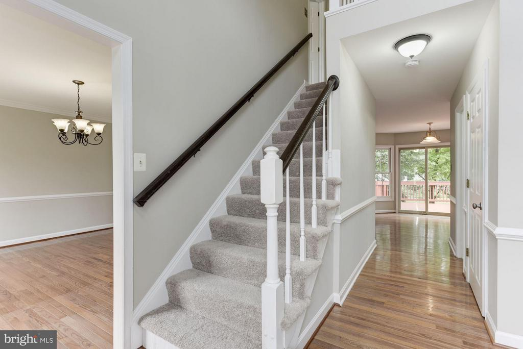 IFoyer View with Staircase - 21314 THIMBLEWEED CT, ASHBURN