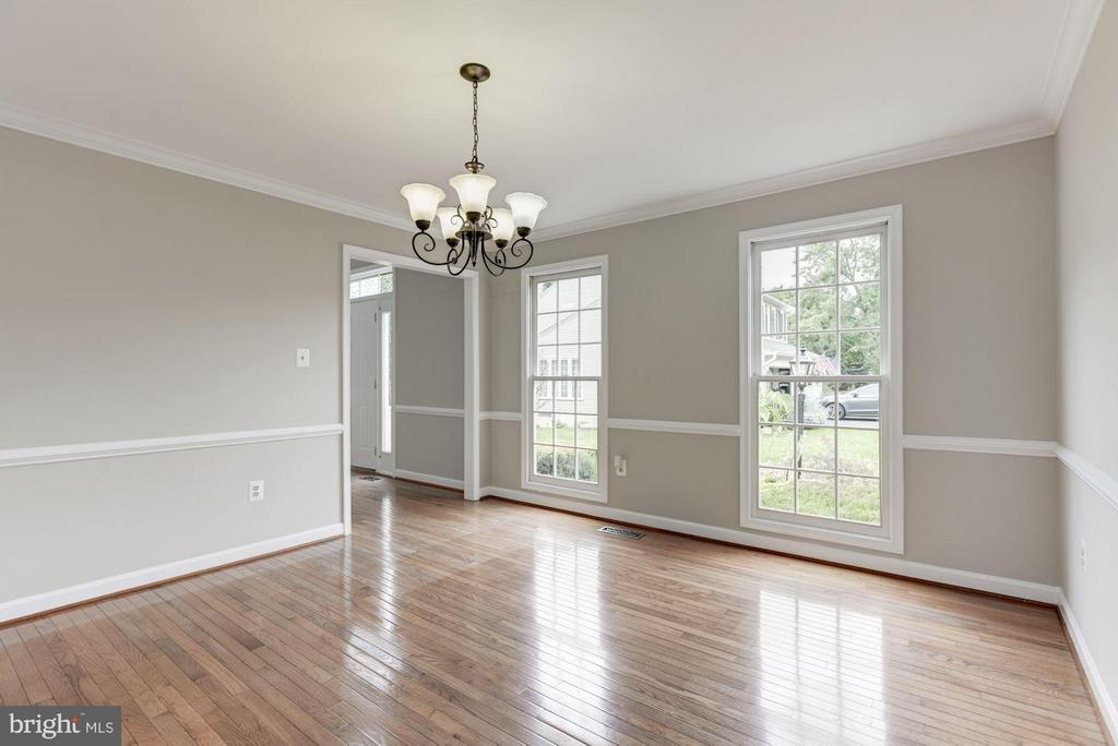 Dining Room with Hardwood Floors - 21314 THIMBLEWEED CT, ASHBURN