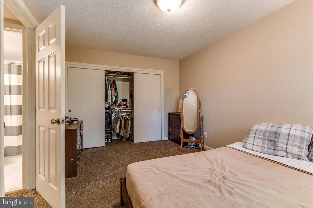 Large closet in master - 4379 AMERICANA DR #10, ANNANDALE