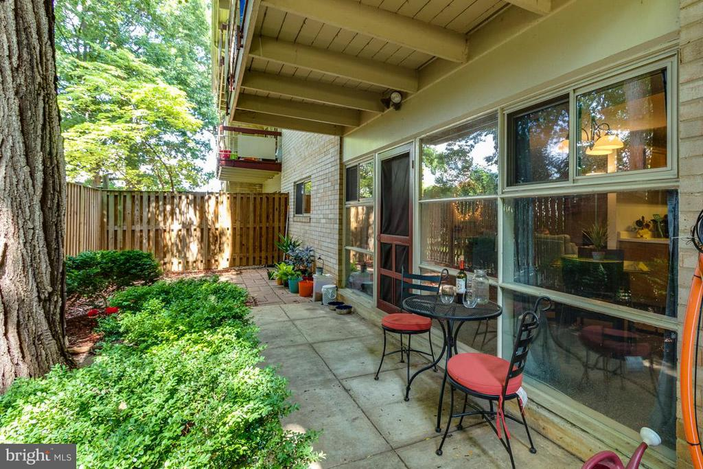 Your own patio and fenced yard! - 4379 AMERICANA DR #10, ANNANDALE