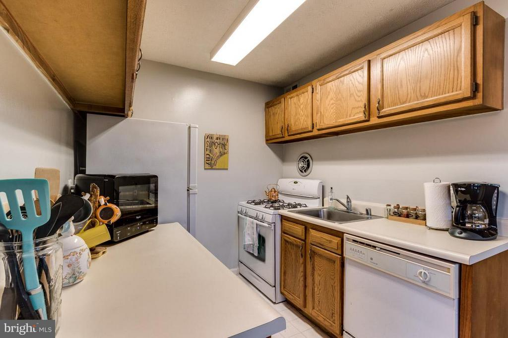 Kitchen - 4379 AMERICANA DR #10, ANNANDALE