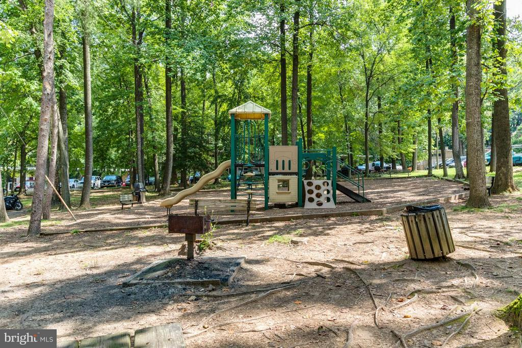 Picnic areas - 4379 AMERICANA DR #10, ANNANDALE
