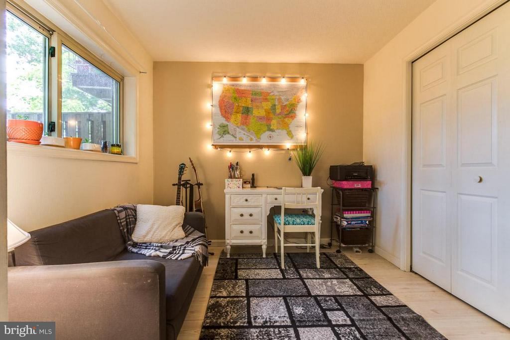 2nd Bedroom with closet and window - 4379 AMERICANA DR #10, ANNANDALE