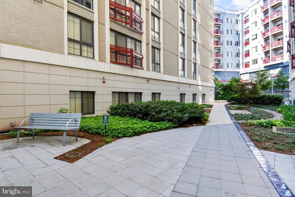 Building Courtyard - 7915 EASTERN AVE #316, SILVER SPRING