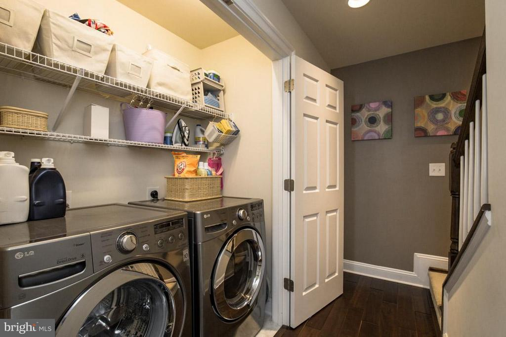 Laundry Energy Star washer & dryer - 3072 WATERLOO LN, FAIRFAX