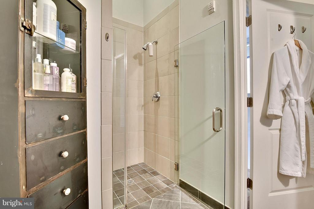 Bath - 11990 MARKET ST #101, RESTON