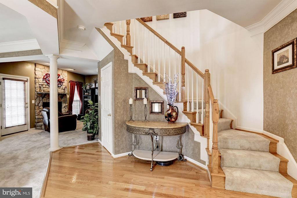 Grand staircase in large foyer - 8251 LAUREL HEIGHTS LOOP, LORTON