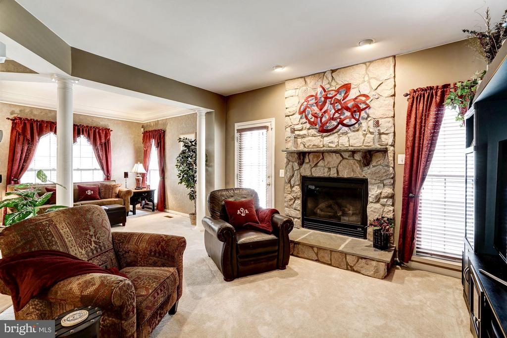 Beautiful stone gas fireplace - 8251 LAUREL HEIGHTS LOOP, LORTON