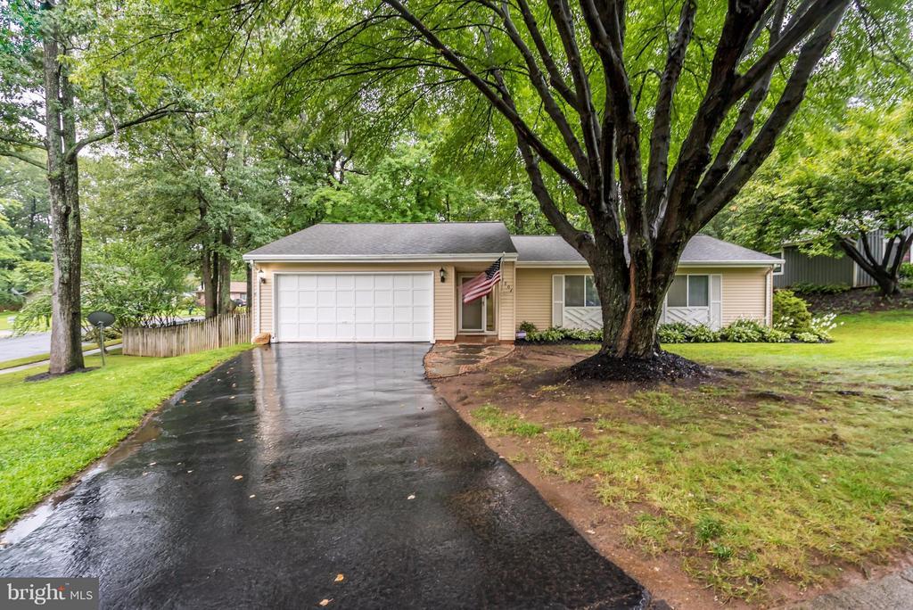 Welcome Home to Hiddenbrook! - 1504 MILLIKENS BEND RD, HERNDON