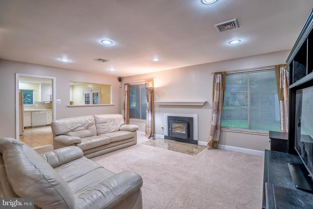 Family Room - 1504 MILLIKENS BEND RD, HERNDON