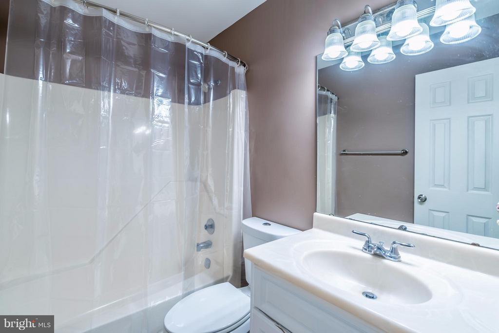 Bath - 1504 MILLIKENS BEND RD, HERNDON