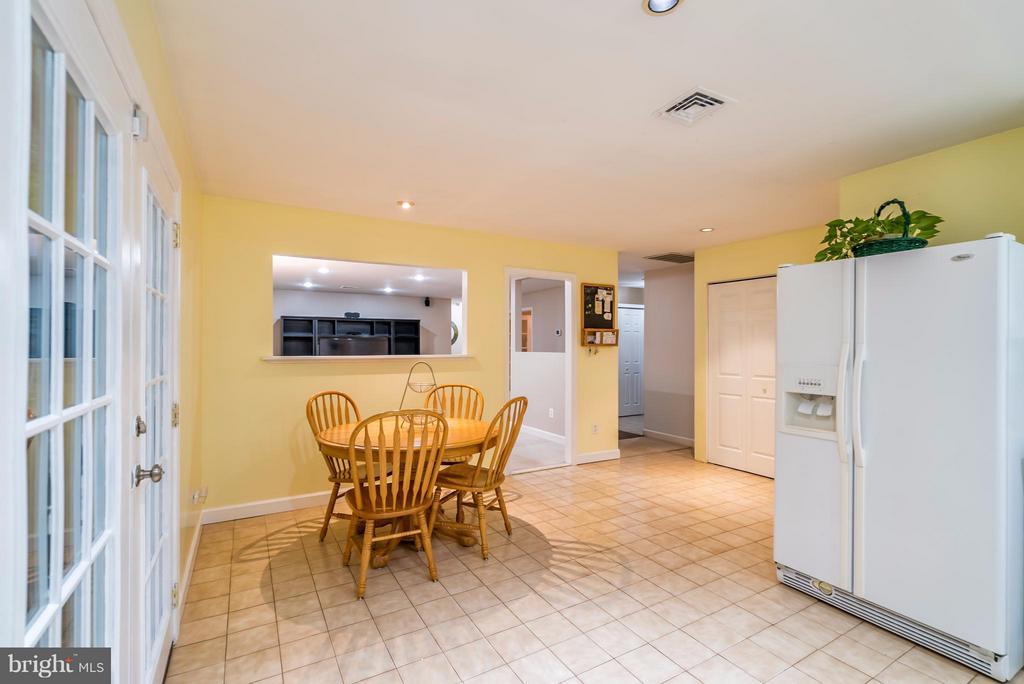 Kitchen - 1504 MILLIKENS BEND RD, HERNDON