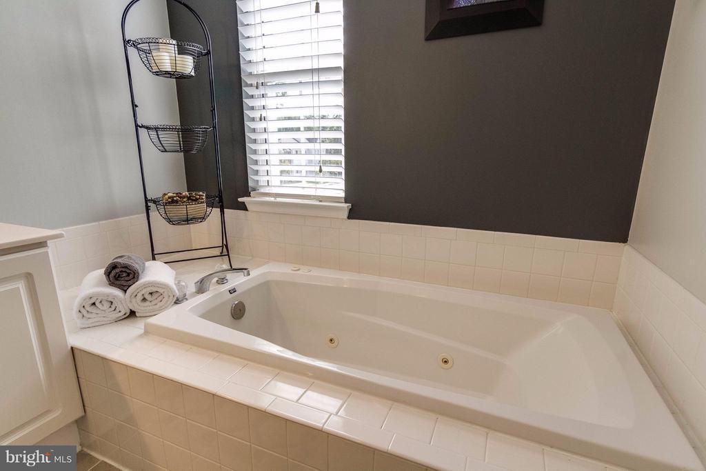 Bath (Master) - 4896 EBB TIDE CT, DUMFRIES