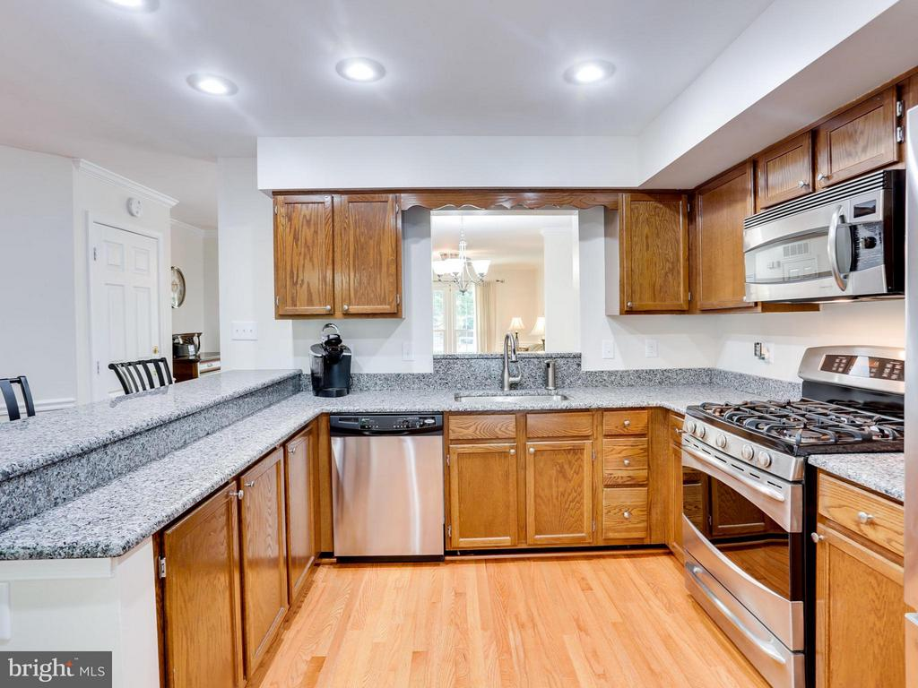 Tons of granite counter space - 12336 MANCHESTER WAY, WOODBRIDGE
