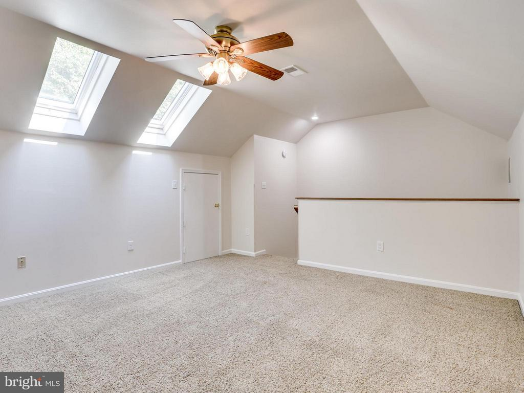 Large loft room with newer skylights - 12336 MANCHESTER WAY, WOODBRIDGE