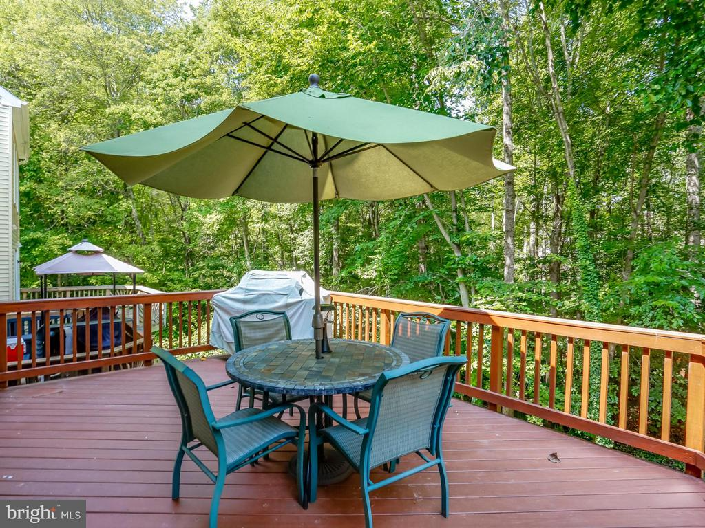 Large deck accessible from kitchen - 12336 MANCHESTER WAY, WOODBRIDGE